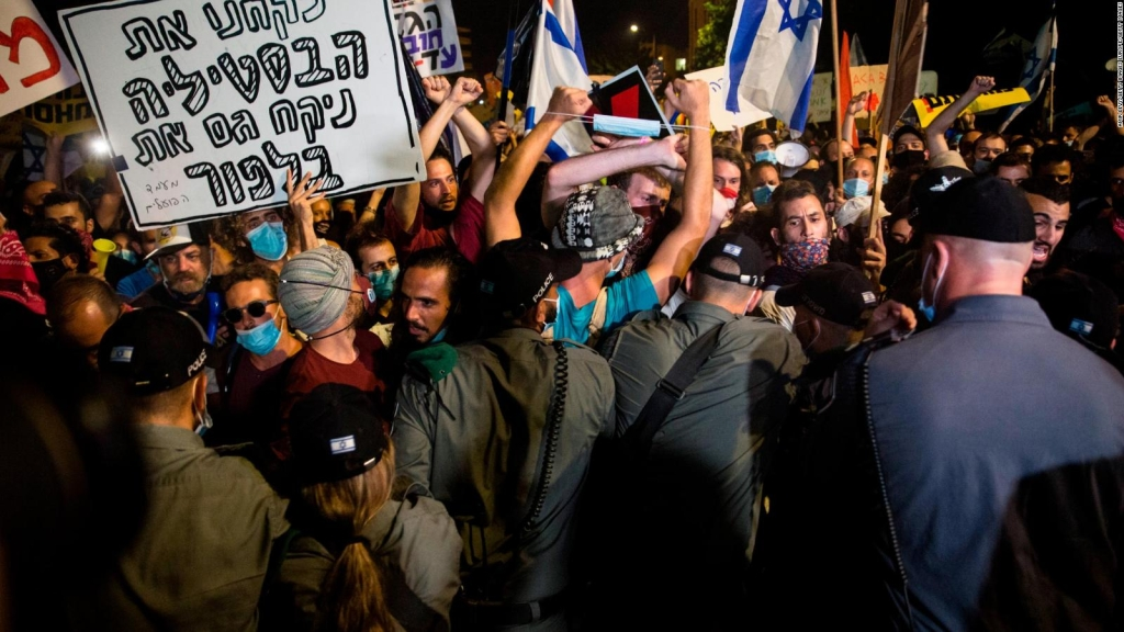 Israelis protest in the streets against Netanyahu