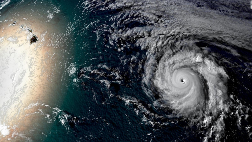Hurricane Douglas approaches Hawaii with great magnitude
