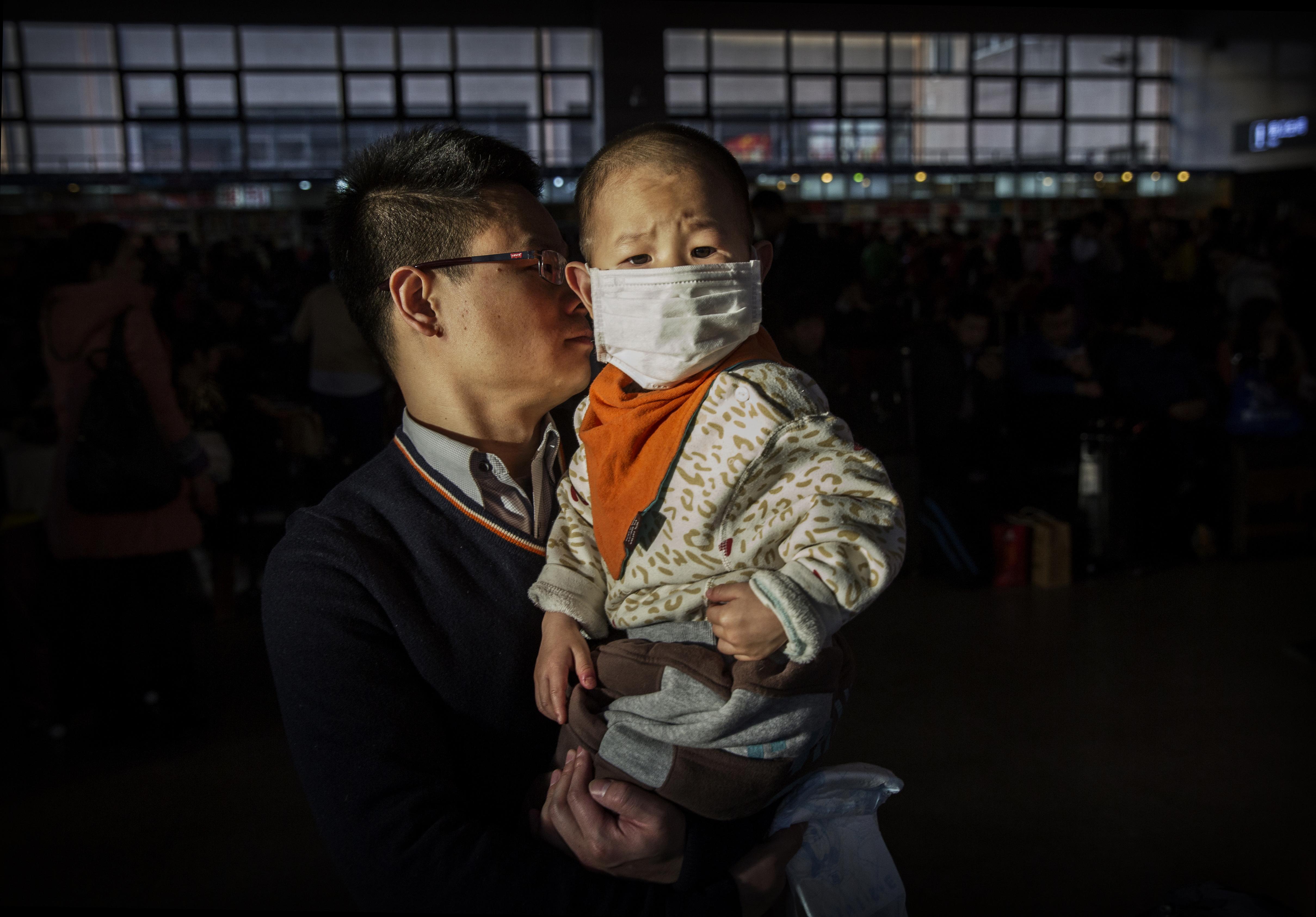 En un estudio publicado recientemente se reveló que la contaminación ambiental en el país asiático afecta el peso de los recién nacidos. (Crédito: Kevin Frayer/Getty Images)