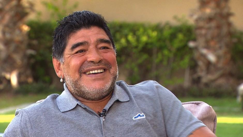 Diego Armando Maradona durante su entrevista con Becky Anderson.