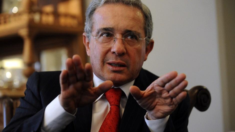 El expresidente de Colombia Álvaro Uribe ha enfrentado varios escándalos por su presunta responsabilidad en espionaje. Por el caso de las llamadas 'ChuzaDAS' fueron condenados dos de sus exfuncionarios a 14 y 8 años de prisión. (