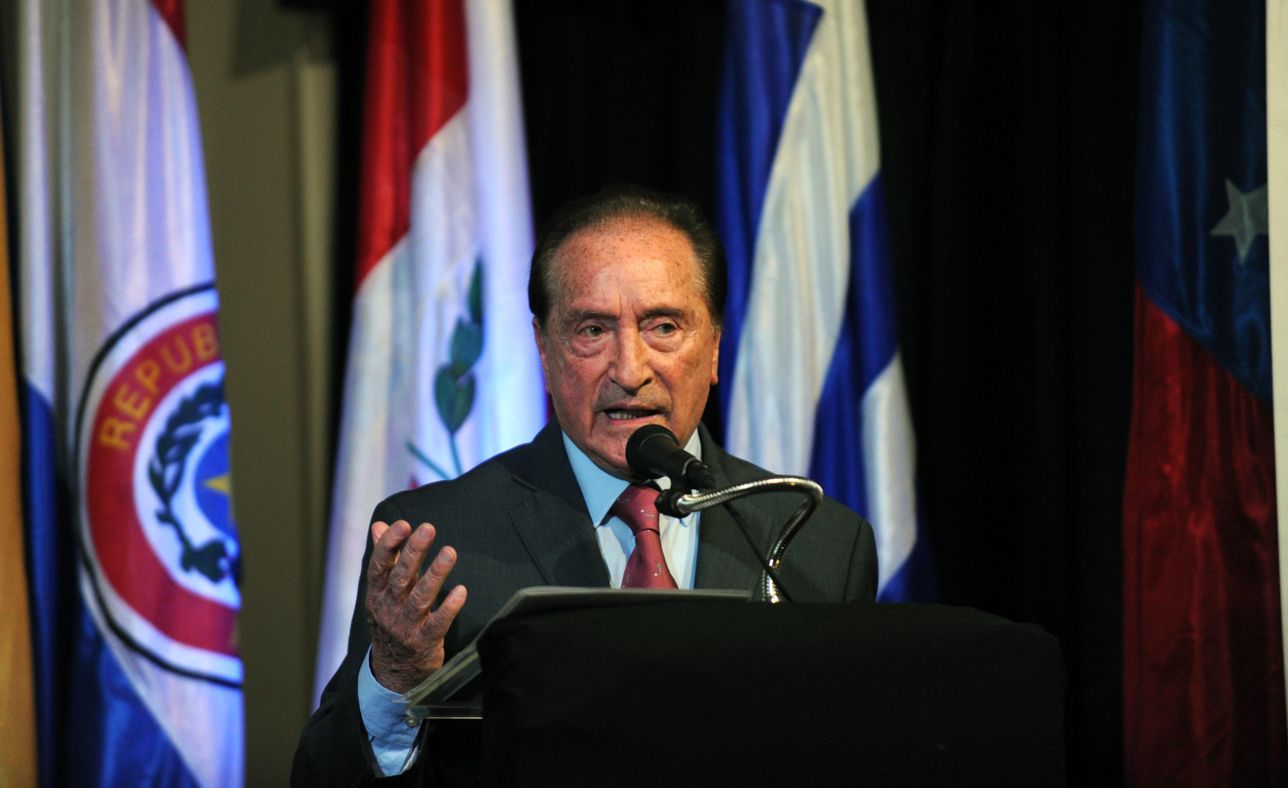 Vicepresidente y hasta 2014 presidente de la Conmebol. Fue presidente de la Asociación Uruguaya de Fútbol (AUF) entre 1997 y 2006, y vicepresidente de la Conmebol desde 1993 hasta 2013.