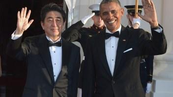 El presidente de Estados Unidos, Barack Obama (der.) junto al primer ministro japonés, Shinzo Abe, en la Casa Blanca el 28 de abril de 2015. (Crédito: MANDEL NGAN/AFP/Getty Images)