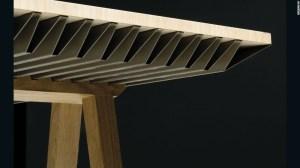 La mesa está hecha de aluminio y cera de con cambio de fases. Su forma corrugada facilita la transferencia de calor.