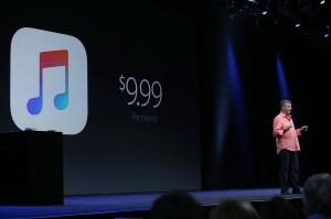 El vicepresidente senior de Internet Software y servicios de Apple, Eddy Cue, anunció la llegada de Apple Music durante la conferencia anual de desarrolladores que se celebra en San Francisco, California.  (Crédito: Justin Sullivan/Getty Images)