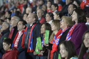 La presidenta de Chile estuvo en el partido inaugural de la Copa América 2015, que enfrentó a la selección anfitriona con Ecuador. (Crédito: Presidencia Chile)