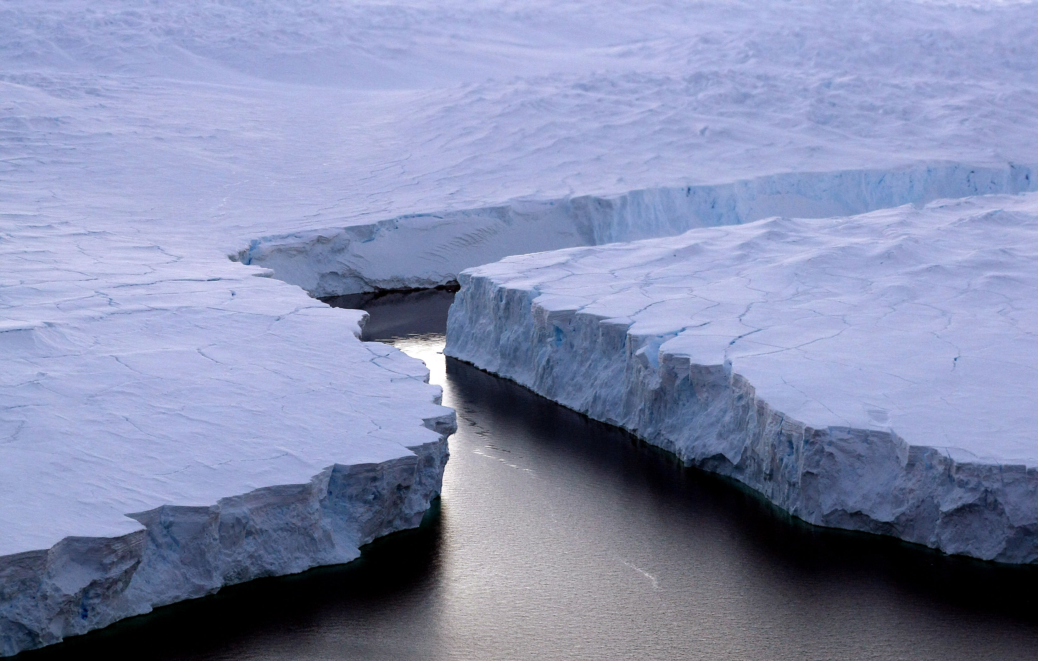 Costa Knox, Territorio Antártico Australiano: un enorme iceberg sufre una ruptura debido al calentamiento climático, según la ONU. (Crédito: TORSTEN BLACKWOOD/AFP/Getty Images)