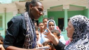 La corresponsal de CNN Noma Elbagir habla con una madre en Egipto que dice que no sabe qué pasó con su hijo. Unos 2.000 jóvenes de esta aldea están desaparecidos.