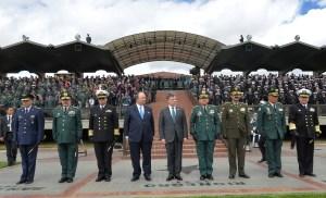 """El presidente Santos respaldó completamente a las fuerzas armadas luego de la presentación de este informe. """"Que no nos manchen la institución"""", dijo en un acto público frente a militares este miércoles. (Crédito: Presidencia Colombia)"""