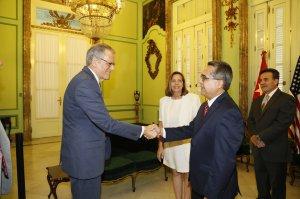 Ministro interino de Relaciones Exteriores, Marcelino Medina González, recibió en la mañana de hoy, en la sede de la Cancillería de #Cuba al jefe de la Sección de Intereses de EEUU en La Habana, Sr. Jeffrey DeLaurentis. (Crédito: Minrex Cuba)