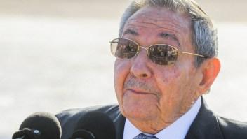 El presidente cubano Raúl Castro en el aeropuerto José Martí de La Habana el 12 de mayo de 2015. Crédito: YAMIL LAGE/AFP/Getty Images.