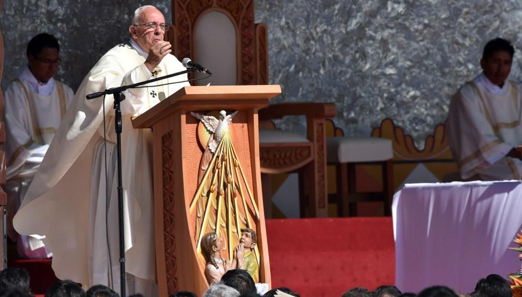 El Papa durante la misa en Santa Cruz (CRIS BOURONCLE/AFP/Getty Images)