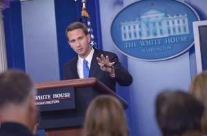 Eric Schultz, portavoz de la Casa Blanca, en una comparecencia ante los medios de comunicación este 29de julio. (Crédito:MANDEL NGAN/AFP/Getty Images)