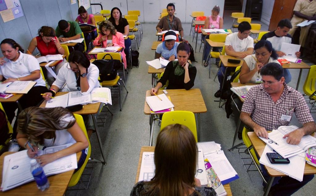 Una clase de inglés para adultos en Miami. Crédito: Joe Raedle/Getty Images