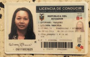 La mujer presentó la licencia de conducción ecuatoriana a las autoridades colombianas.