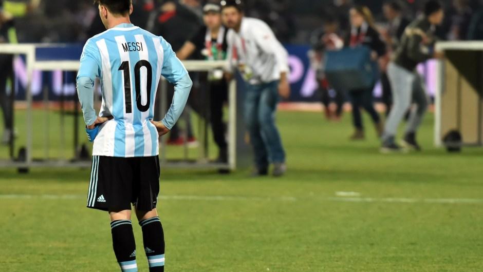 Lio' Messi luego del partido contra Chile en la final de la Copa América donde Argentina perdió 1-4 contra el equipo local. (Crédito: NELSON ALMEIDA/AFP/Getty Images)