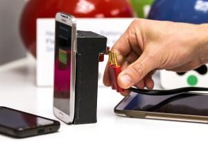 En 2014 científicos del equipo israelí StoreDot propuso un sistema bio orgánico de recarga de baterías, que podrían recargar el celular en 30 segundos. (Crédito: JACK GUEZ/AFP/Getty Images)