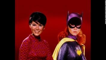 Yvonne Craig, la Batgirl de los años 60, murió este lunes 17 de agosto a los 78 años tras una larga lucha contra el cáncer de mama.