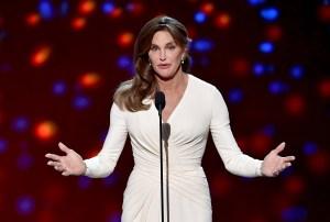 Caitlyn Jenner acepta el Premio Ashe Courage Arthur durante los ESPYS 2015, julio 15 de 2015, Los Ángeles, California. (Crédito: Kevin Winter/Getty Images)