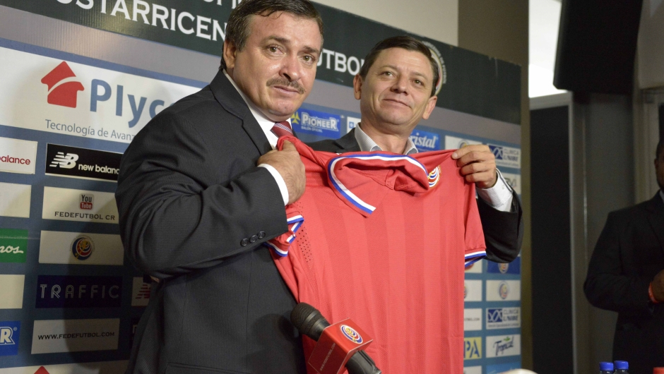 The new coach of the Costa Rican national football team, Oscar Ramirez (L) poses with the interim president of the Costa Rican Football Federation Jorge Hidalgo, during the press conference in which he was introduced as the new team manager, in Alajuela, 15 km west of San Jose, on August 18, 2015. AFP PHOTO / EZEQUIEL BECERRA (Photo credit should read EZEQUIEL BECERRA/AFP/Getty Images)