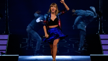 LOS ANGELES, CA - AUGUST 25: Singer-songwriter Taylor Swift performs onstage during Taylor Swift The 1989 World Tour Live In Los Angeles at Staples Center on August 25, 2015 in Los Angeles, California. (Photo by Christopher Polk/Getty Images for TAS)