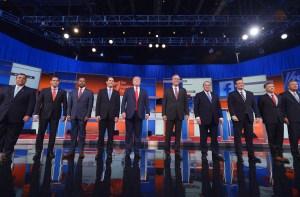 Los principales candidatos republicanos en el debate que se realizó en el Quicken Loans Arena de Cleveland, Ohio. (Crédito: MANDEL NGAN/AFP/Getty Images)