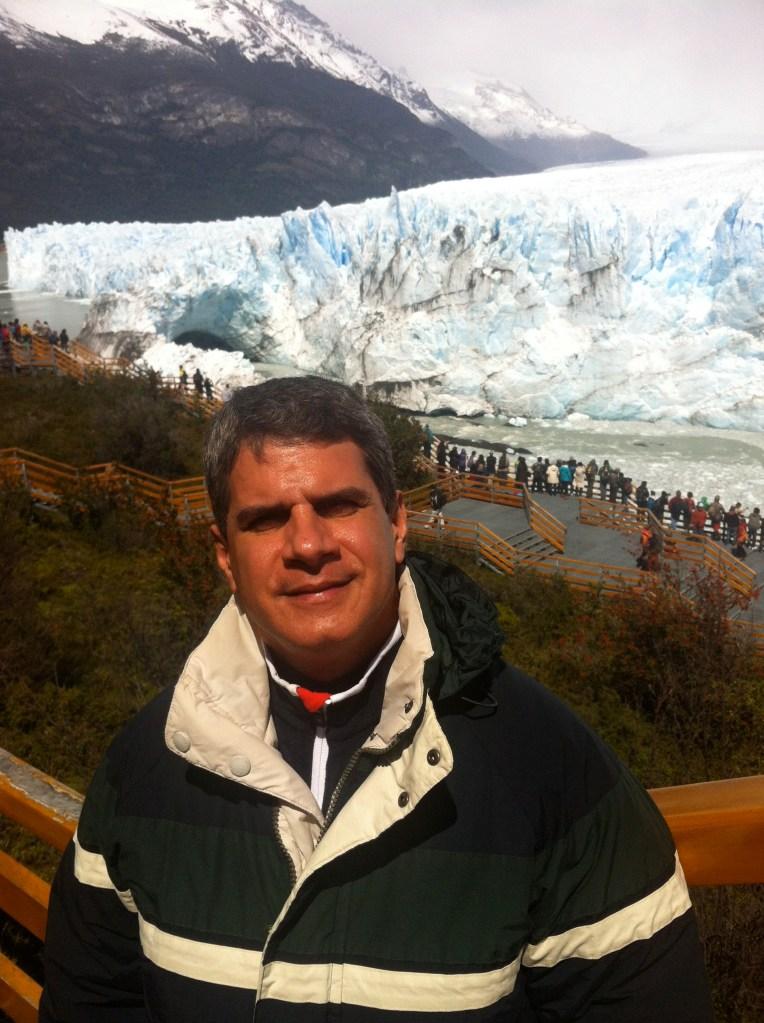 Rey Rodríguez en los glaciares de la Patagonia. (Crédito: Rey Rodríguez/CNN)