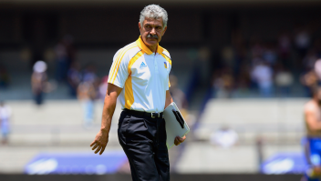 The coach of Tigres, Ricardo Ferreti, gestures after losing against Pumas during their Mexican Football Clausura 2013 tournament, in Mexico City, on April 14, 2013. AFP PHOTO / Alfredo Estrella (Photo credit should read ALFREDO ESTRELLA/AFP/Getty Images)