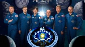 Misión espacial, de izquierda a derecha: Kjell Lindgren, Oleg Kononenko, Kimiya Yui, Scott Kelly, Gennady Padalka y Mikhail Kornienko. (Crédito: NASA)