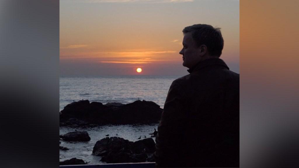Xavier Serbiá disfruta el atardecer... en alguna playa del Caribe (Foto: Xavier Serbiá/CNN)