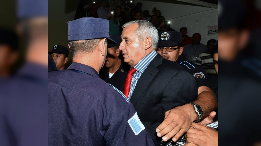 El presidente de Guatemala Otto Pérez Molina a su llegada a tribunales este jueves tras presentar su carta de renuncia. (Crédito: Getty Images)