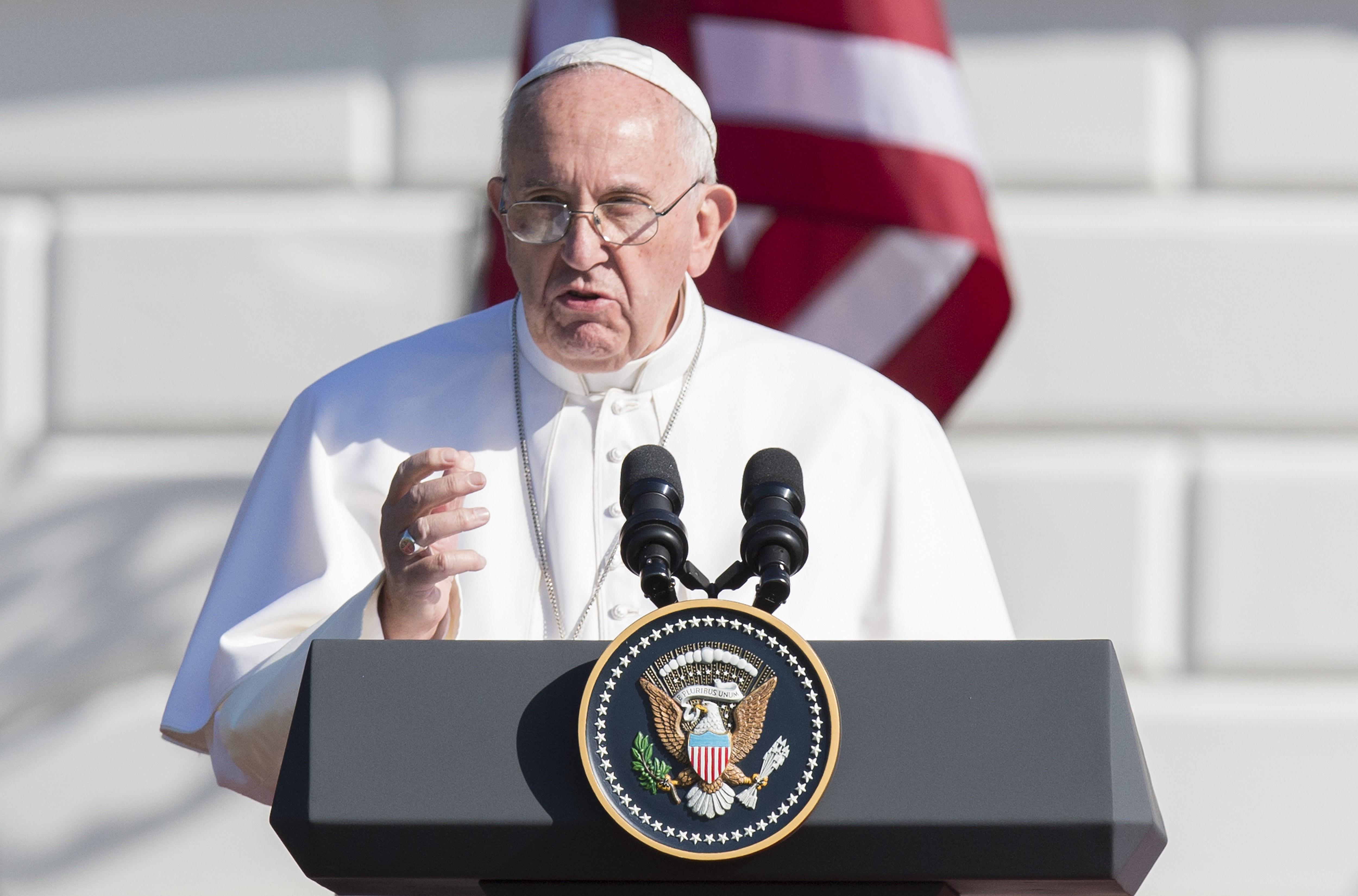 Más de 15.000 personas llenaron el ala sur de la Casa Blanca en una ceremonia de bienvenida a la histórica visita del papa Francisco a los Estados Unidos. Francisco se dirigió a los fieles desde la Casa Blanca (Crédito: JIM WATSON/AFP/Getty Images)