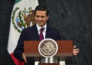 Peña Nieto entrega un discurso durante una reunión de ministros en Los Pinos, el 27 de agosto de 2015. (Crédito: RONALDO SCHEMIDT/AFP/Getty Images)