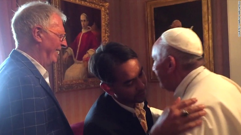 151002162200-02-pope-meets-with-gay-couple-exlarge-169
