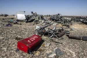 Restos del Airbus 321 de Metrojet que se estrelló en la península del Sinaí, en Egipto. (Crédito: HALED DESOUKI/AFP/Getty Images).