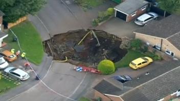 Sinkhole socavón se abre agujero hueco Reino Unido
