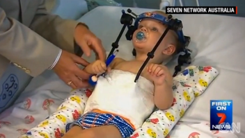 Niño bebé decapitado internamente Australia