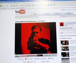 Un video del supuesto asesino fue subido a YouTube el 6 de noviembre de 2007, un día antes del tiroteo de Tuusula, donde un hombre de 18 años mató a siete personas e hirió a más de una docena de personas. (Crédito: Timo Jaakonaho/AFP/Getty Images)