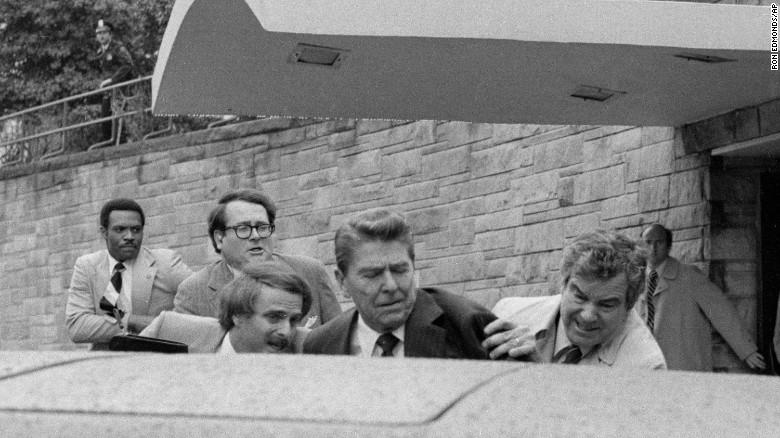 EE.UU.: murió el agente del servicio secreto que salvó la vida al  expresidente Reagan en el atentado de 1981 | CNN