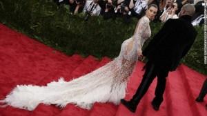 Kim Kardashian y Kanye West durante la gala 'China: una mirada a través del espejo' en el MET, NYC.