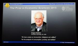 Angus Deaton fue el ganador del premio Nobel de Economía 2015. Foto publicada por la Real Academia Sueca de las Ciencias durante el anuncio del galardón. (Crédito: JONATHAN NACKSTRAND/AFP/Getty Images)