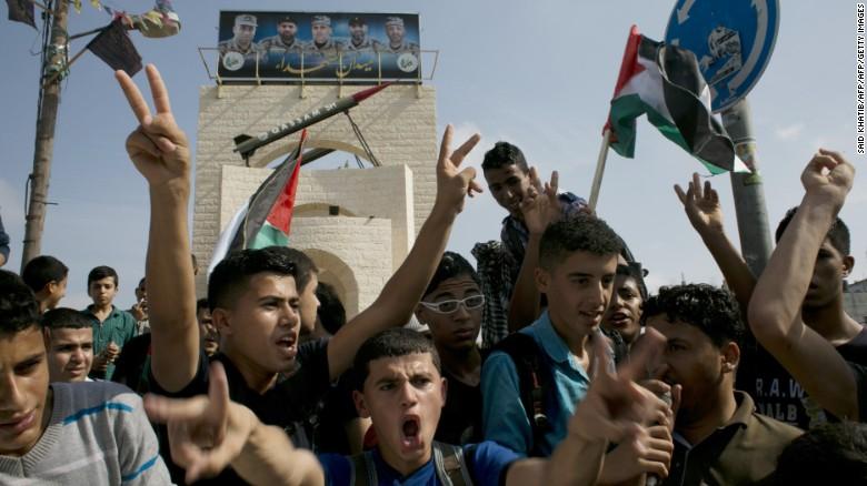 Palestinos protestan en Rafah, al sur de Gaza el 13 de octubre.