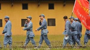 El 'turismo rojo' es un gran negocio en China. Aquí, unos turistas vestidos como soldados del Ejército Rojo durante un tour educativo en Jinggangshan, el lugar que nació la revolución China.