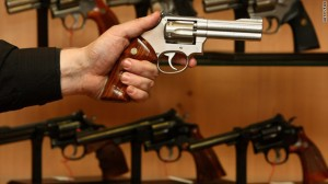 Reino Unido endureció las normas contra armas luego de tiroteos masivos de 1987 y 1996.