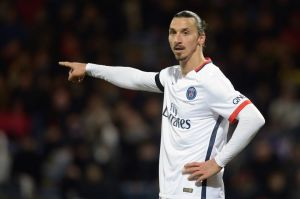 Zlatan Ibrahimovic durante el juego entre Lorient and Paris Saint-Germain el 21 de noviembre en el Moustoir stadium en Lorient, Francia. (Crédito: JEAN-SEBASTIEN EVRARD/AFP/Getty Images)