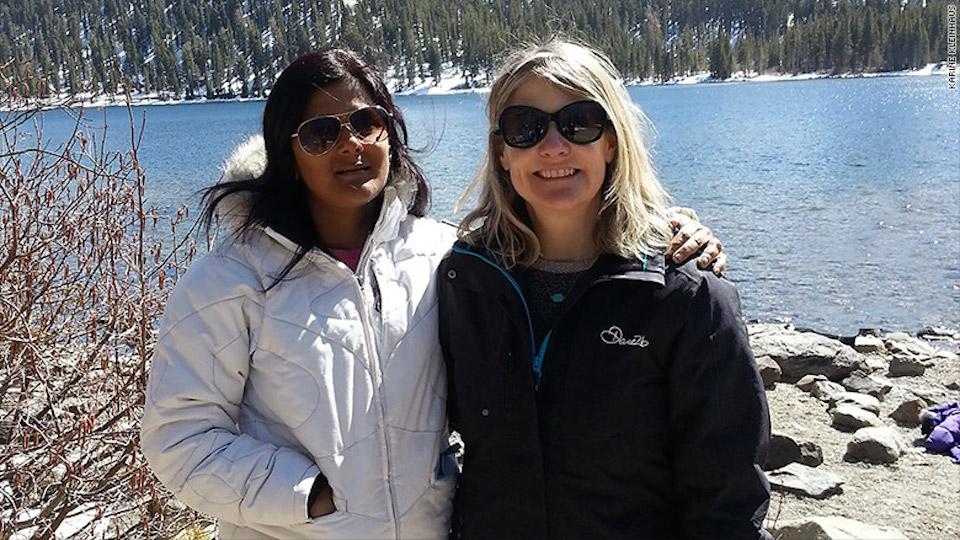La dottoressa Karine Kleinhaus (a destra) era una professoressa alla New York University School of Medicine. Nella foto con la sua collega, la dottoressa Sumana Yeturu.