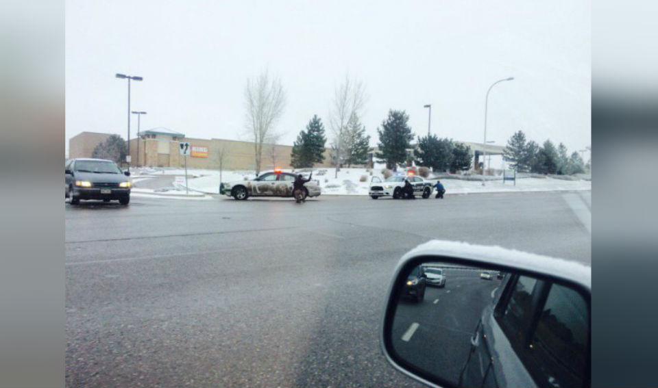 La policía atendió una emergencia relacionada con un tiroteo en Colorado Springs el 27 de noviembre en la sede de Planned Parenthood. (Crédito: Twitter/@KodyFisherFOX21)