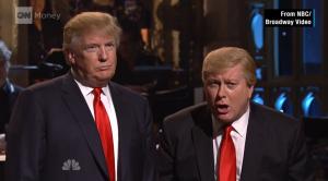 """Cientos de manifestantes lamentaron que el popular programa """"Saturday Night Live"""" se hubiera convertido en una plataforma para divulgar lo que definieron como retórica racista contra los inmigrantes. (De NBC/Broadway Video)."""