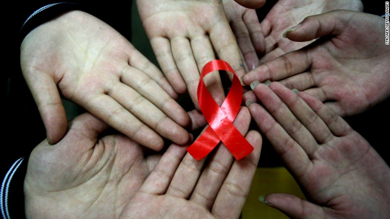 Los doctores en John Hopkins anunciaron en marzo que habían realizado exitosamente el primer trasplante de hígado de un donante VIH positivo y el primer trasplante de riñón en Estados Unidos del mismo donante.