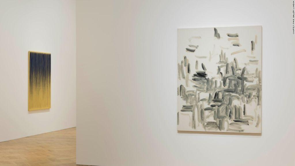"""Una pintura """"caótica"""" de la serie 'From Wind' contrasta con el cuadro """"altamente organizado 'From Line'."""
